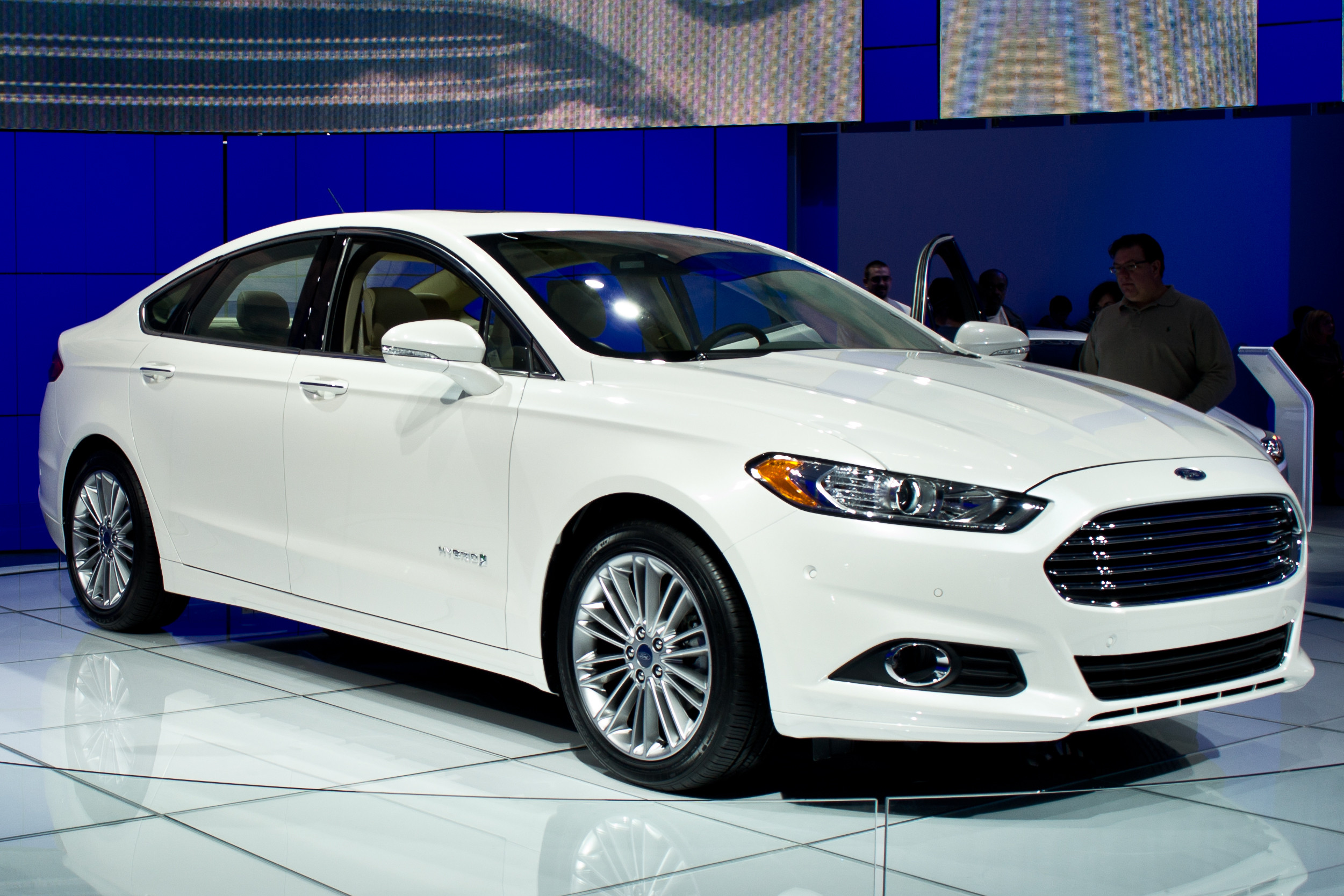Ford to Roll Out 13 Electric Cars by 2020